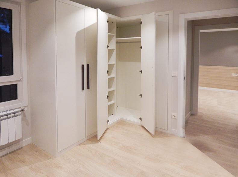 Fabricamos a medida todo tipo de puertas para armarios en - Armarios empotrados pamplona ...